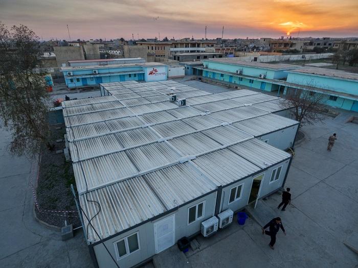 いくつものコンテナがつながっている病院(2017年撮影)© Javier Rius Trigueros/MSF