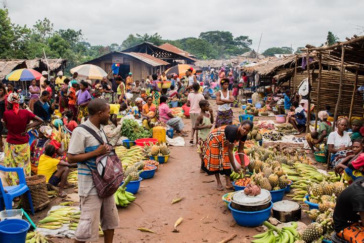 コンゴ民主共和国:コレラ拡大を...